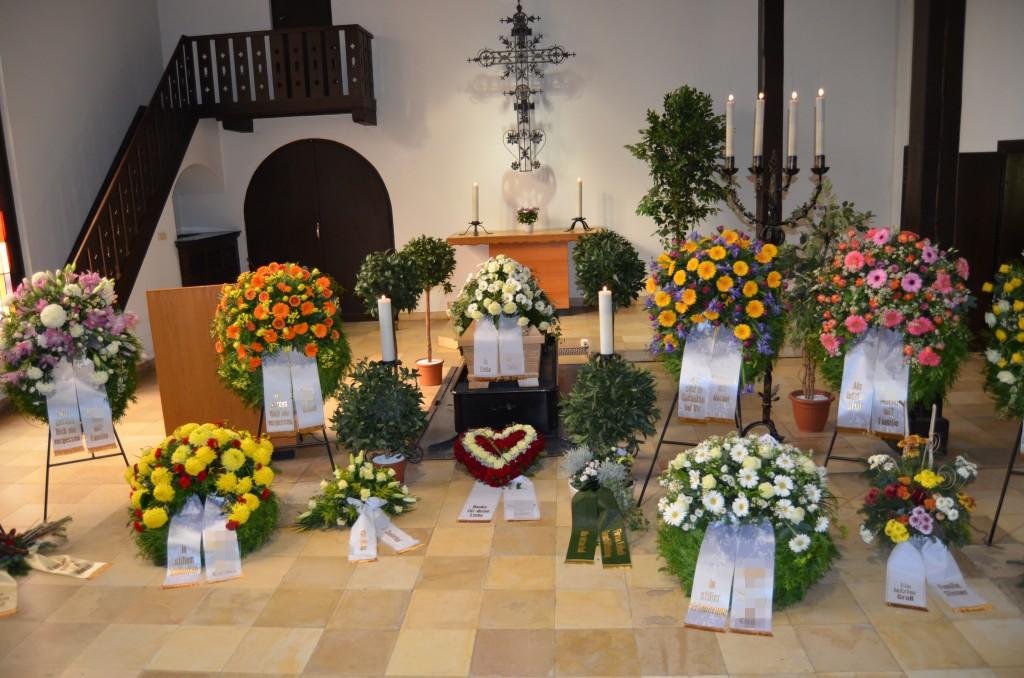 Kapelle mit Kränzen